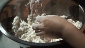 烹调面团的小女孩 股票视频