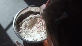 烹调面团的小女孩 影视素材