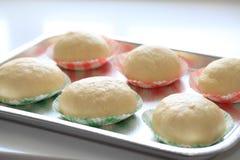 烹调面团的面包 免版税库存照片