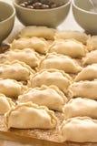烹调饺子的过程用樱桃 鲜美乌克兰语 库存照片