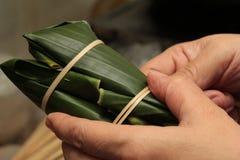 烹调,使用竹子细条栓了快餐 免版税库存照片