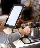 烹调,技术和家庭概念 免版税库存照片