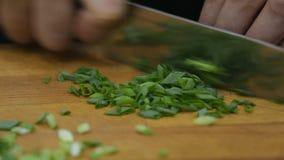 烹调 厨师在厨房里削减绿色 影视素材