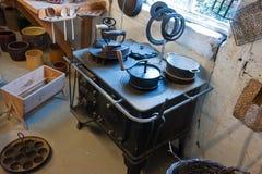 烹饪器材铁老火炉葡萄酒 免版税库存照片
