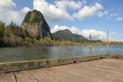 烽火台从小船船坞的岩石视图 库存图片