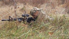 焊剂,狙击手,掩藏,室外,一致,射击,战争,复制品,孩子,孩子 库存图片