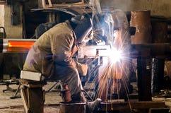 焊工在工作。 免版税图库摄影