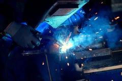 焊工在工作 免版税库存图片