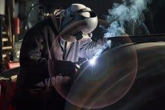 焊工在工作 免版税库存照片