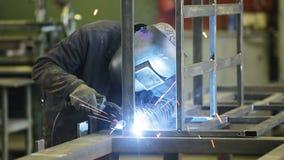 焊工在工作 股票视频