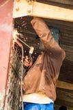 焊工在建立办公室运转 库存照片