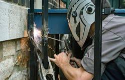 焊工焊接铁岗位 免版税库存图片