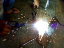 焊工被焊接的钢 库存图片