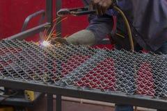 焊接与一刹那光的一张净桌 免版税图库摄影
