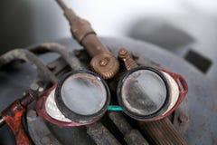 焊接和研的老防护眼镜 图库摄影