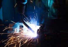 焊接机器人机器 免版税库存图片