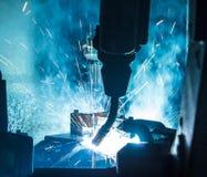 焊接机器人运动 免版税库存图片