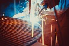 焊接的工作 架设技术钢工业 库存图片
