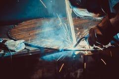 焊接的工作 架设技术钢工业 免版税库存图片