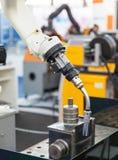 焊接的机器人胳膊 免版税图库摄影
