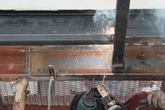 焊接钢的工作者 免版税库存图片