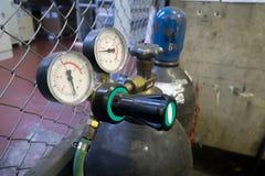 焊接集气筒压力表 库存图片