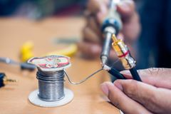焊接RCA缆绳特写镜头  库存照片