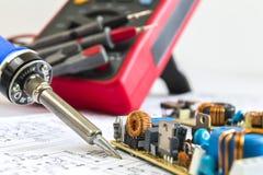 焊铁和12V脉冲来源 免版税库存图片