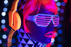 焕发紫外霓虹性感的迪斯科女性网络玩偶机器人电子玩具 免版税库存图片