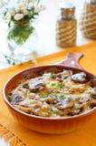 焦干酪蘑菇土豆 免版税库存照片