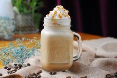 焦糖咖啡奶昔 免版税库存照片