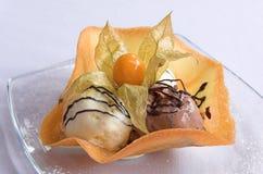 焦糖巧克力奶油色点心冰 免版税库存照片