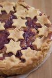焦糖苹果樱桃蛋糕 库存照片