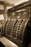 仍然做生意的古板的收款机 免版税图库摄影