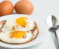煎蛋。简单,可口,健康膳食。 免版税图库摄影