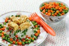煎蛋卷用米和菜孩子的 免版税库存照片