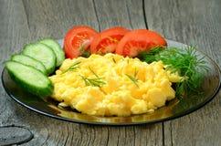 煎蛋卷用草本和菜 免版税库存照片