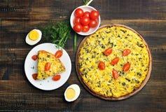 煎蛋卷用草本和蔬菜 库存图片