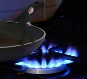 煎锅到火里 免版税库存图片