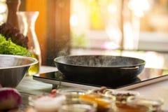 从煎锅的蒸汽 免版税库存图片