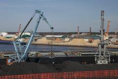 煤炭充电 免版税库存图片