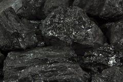 煤炭向背景扔石头 免版税库存照片