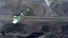 煤炭探险和机器 在视图之上 股票录像