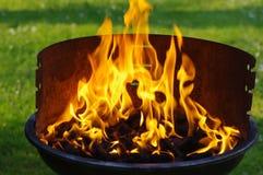 煤炭格栅火焰 免版税图库摄影