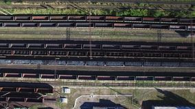 煤炭火车在货棚-煤炭,采矿,火车鸟瞰图  股票录像