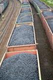 煤炭的运输在商品汽车的 库存图片
