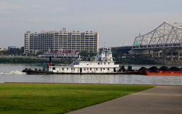 煤炭驳船和拖轮 免版税图库摄影