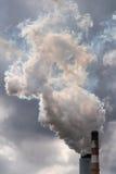 从煤电发电站的烟 免版税图库摄影
