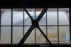 煤矿在朗伊尔城-窗口废墟  免版税库存照片