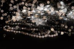 照亮星和水晶小珠在金子颜色 免版税库存照片